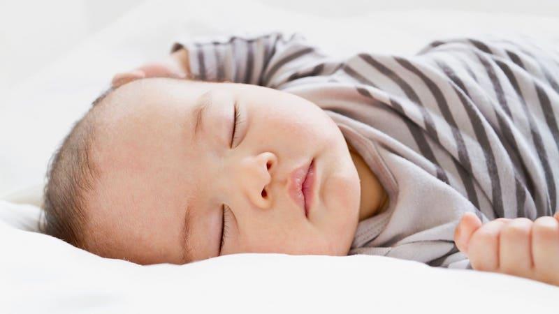 Маленький спящий ребеночек