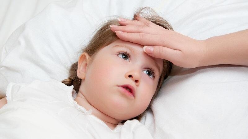 Ребенок с повышенной температурой